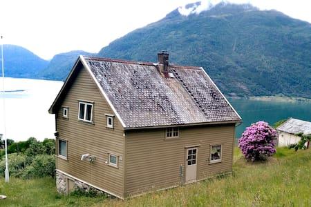 Haukadal, Luster kommune