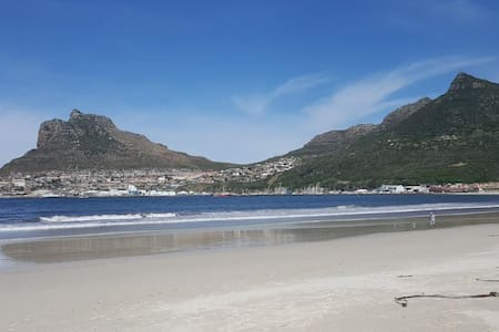 NEW!! Beach, mountains, fun in Hout Bay, Cape Town