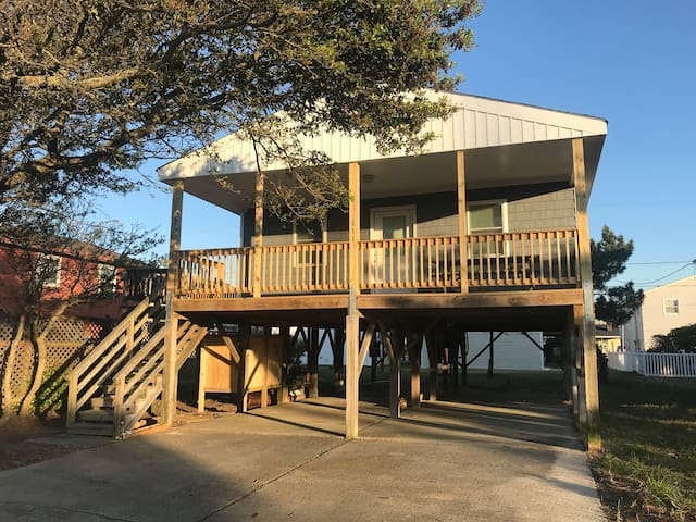 Completely Renovated - Easy walk to the Beach!