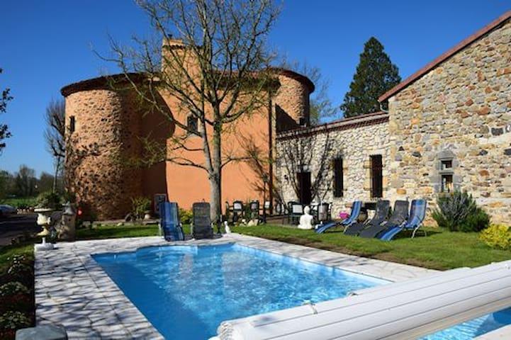B&B Le Château des Aiguilles - Saint-Rémy-de-Chargnat - Linna