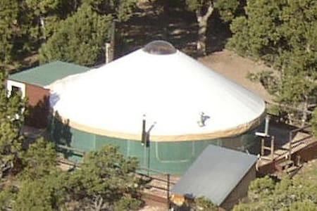 The YURT at Screwball Ranch - Cedaredge