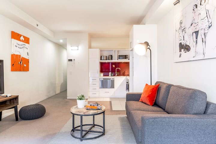 Modern Suite in the Heart of Melbourne