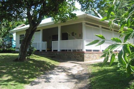 The Hummingbird Beach House, Bequia - Lower Bay - House