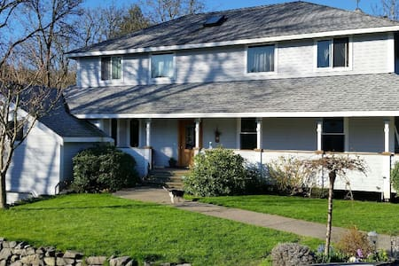 5 MIN FROM CHAMBERS BAY 3600 sq. ft - Tacoma
