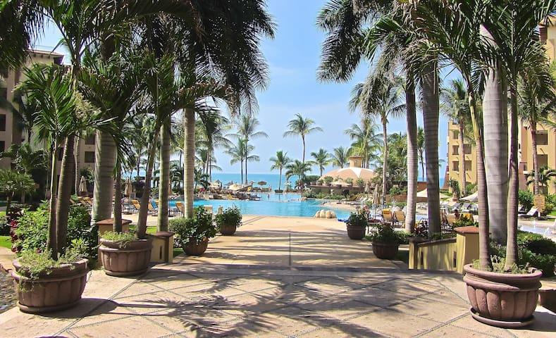 Luxury Tropical Beachfront Villa - Nuevo Vallarta - วิลล่า