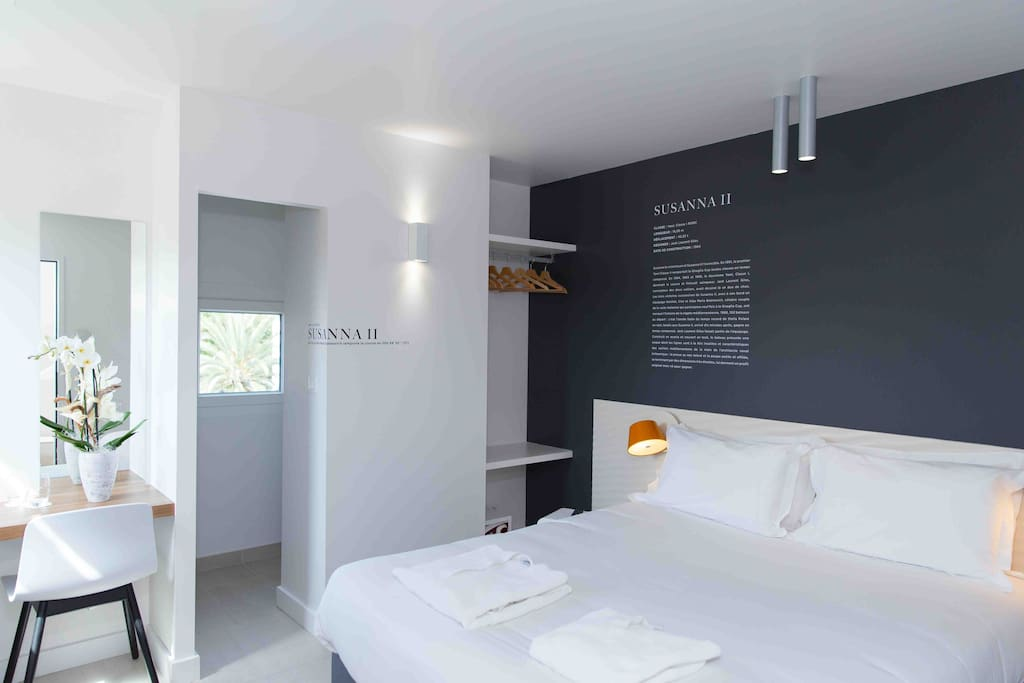 Chambre moderne, grand confort & privative, climatisée.