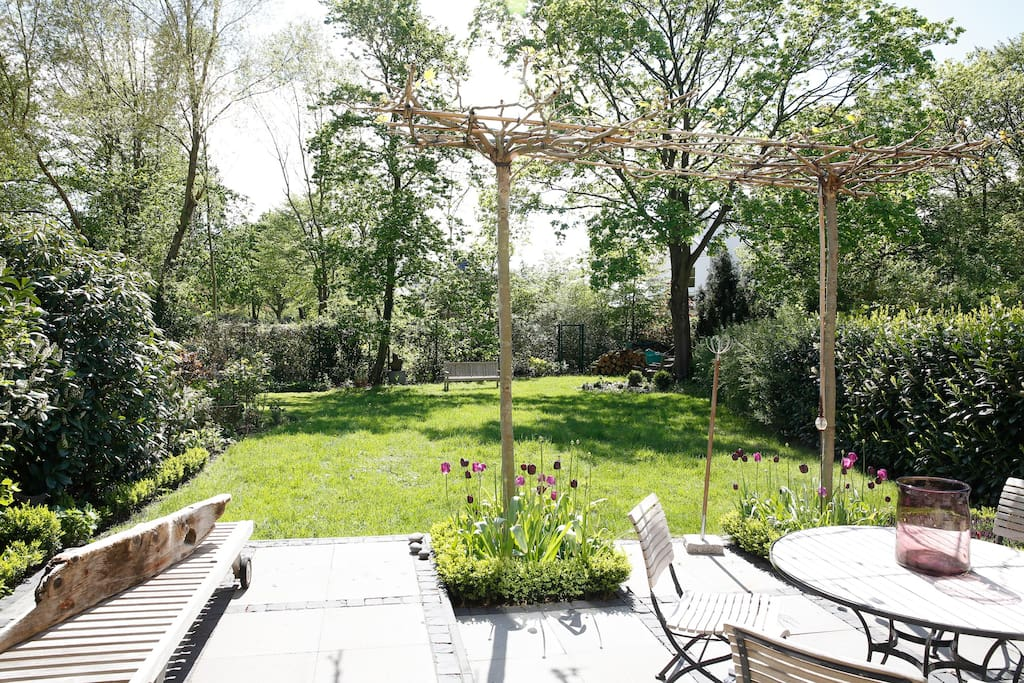 Garten angrenzend zum Park