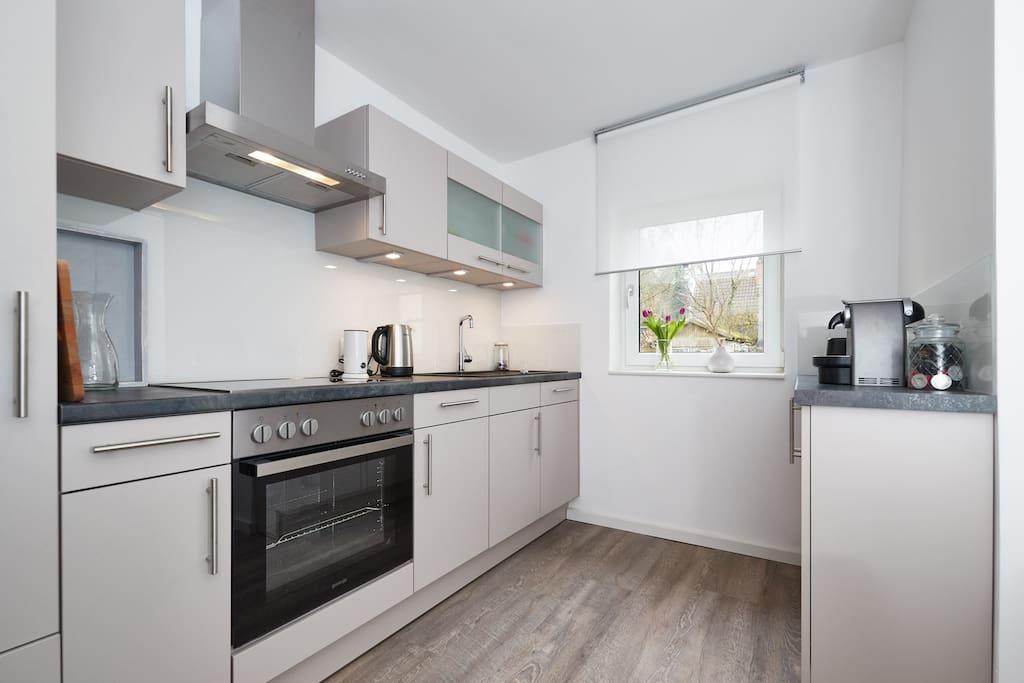 Die neue und gut ausgestattete Küche. Lust auf eine kleine Kochrunde?