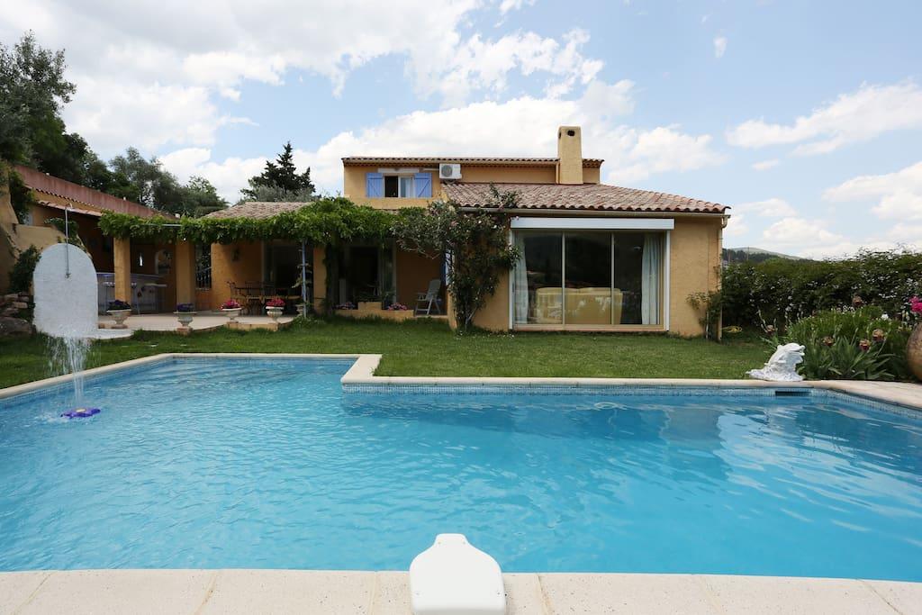Mas provencal super piscine climati villas for rent in for Piscine sollies pont