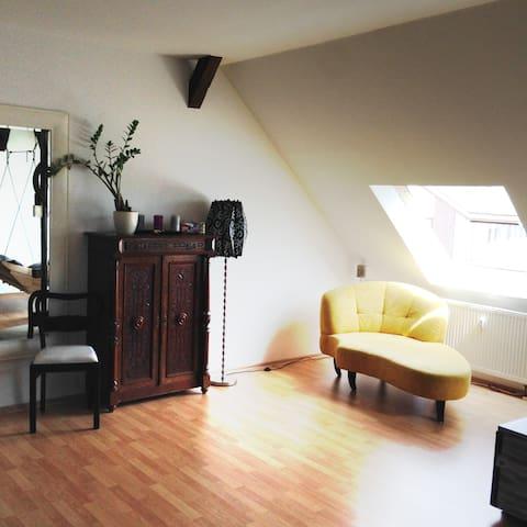 Dachgeschosswohnung nähe Zentrum - Leipzig - Apartment