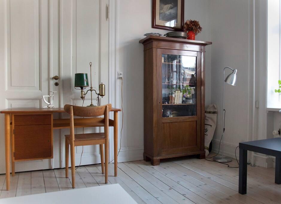 Spacious livingroom with sleepingcouch