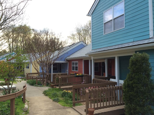 "Experience Unique ""green""CoHousing❤ - Asheville - Ev"