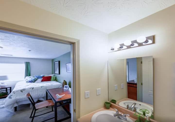 West Run Private Room/Bath in 4 bedroom Apt