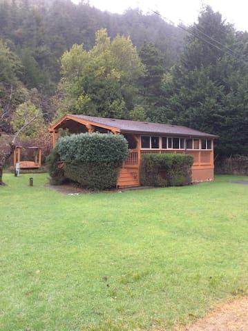 Four Seasons RV Resort guest cabin #33