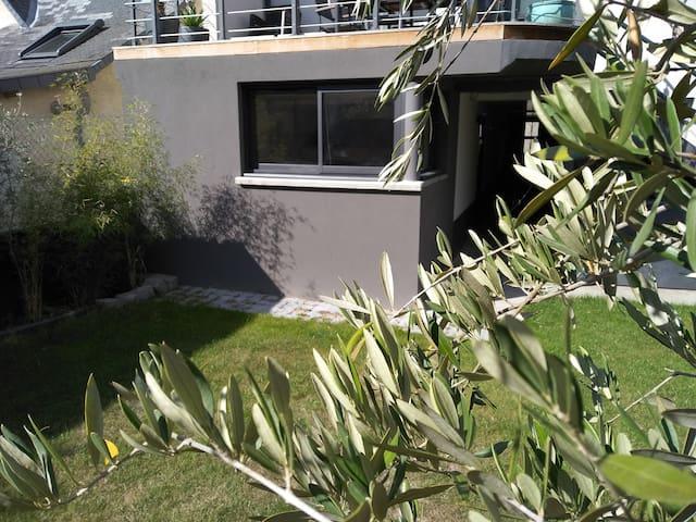 Studio jardin proche centre-ville.