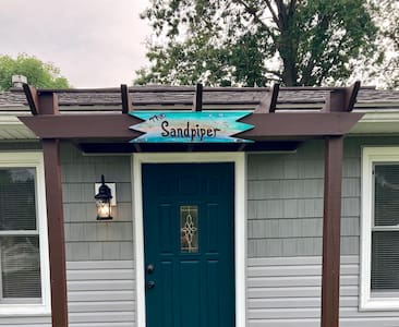 The Sandpiper Cottage at Lake Milton (family fun!)