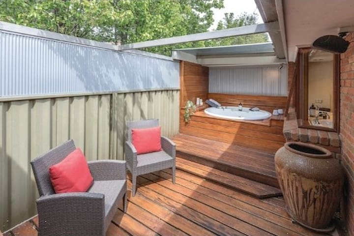 Outdoor spa area fully private. Table and chairs fantastic for breakfast on a sunny morning.