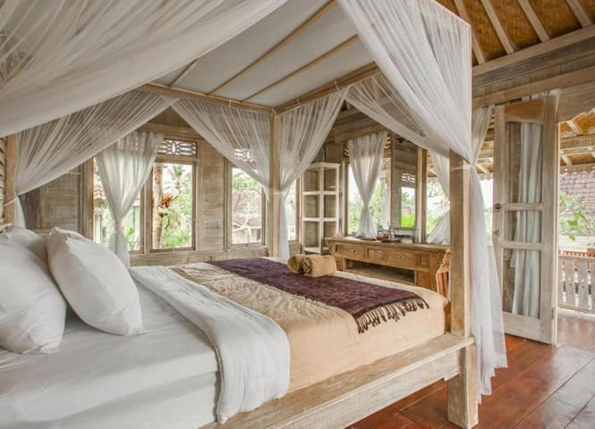 Amazing wooden house with Rice field view in Ubud