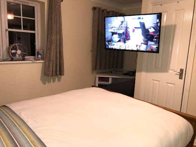 Comfortable king sized bed, TOWN CENTRE - Parking