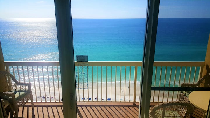 Beach Condo on the White Sands -Recently Renovated