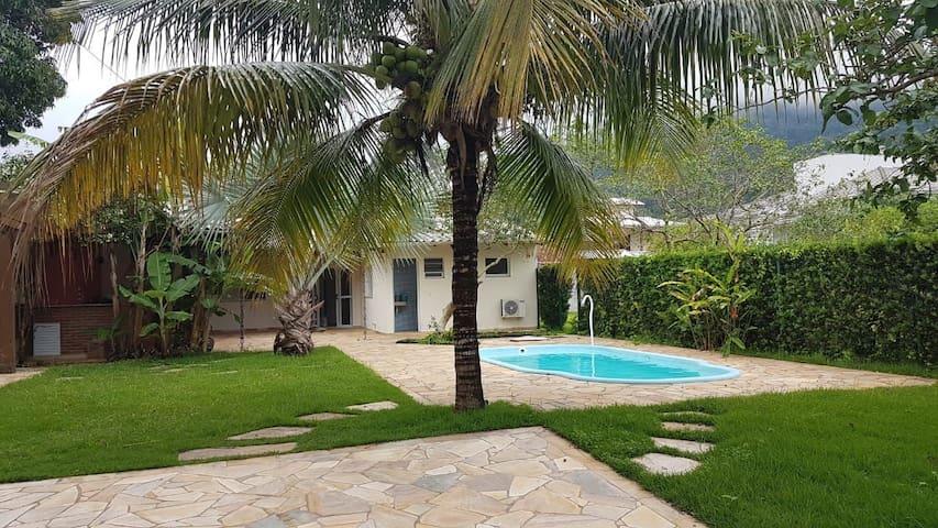 Casa a 300m da praia com piscina