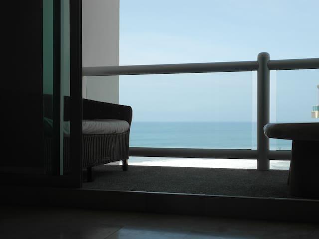 Dept. Frente al mar. Condominio TIKAL