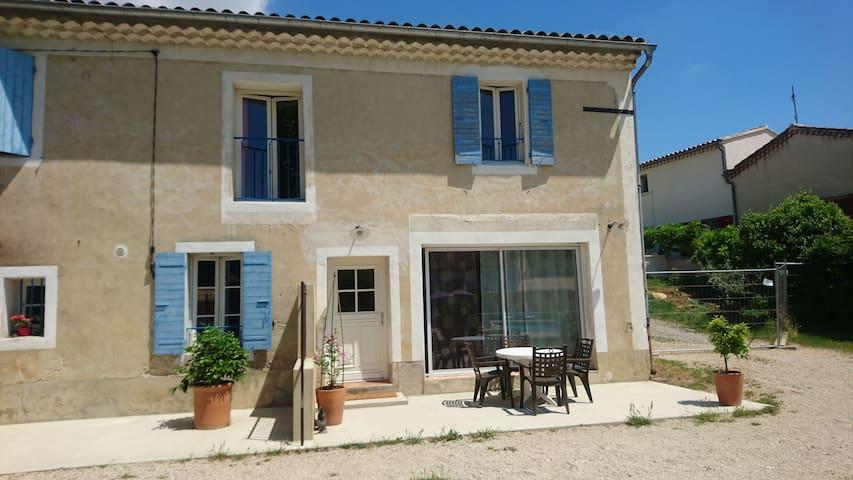 Ferme 19è siècle en Provence 2 Chambres et Piscine