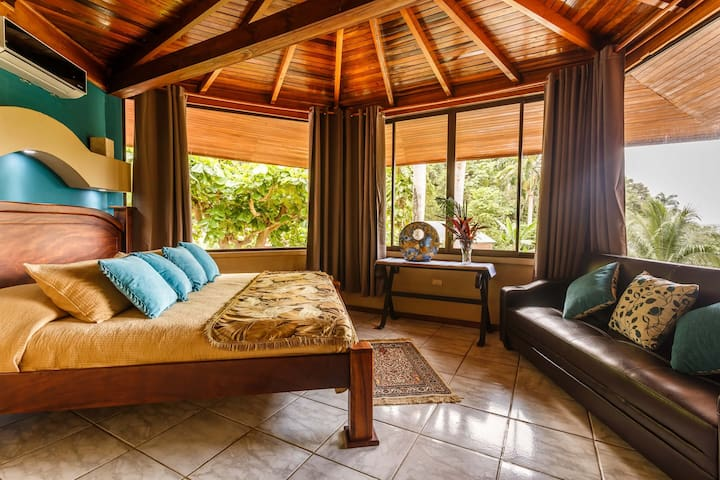 Confortable Ocean View Suite in the Jungle