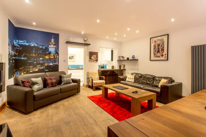 Cool and historic, Heart of City Apartment, superb