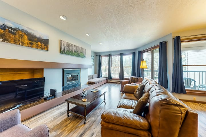 Family-friendly condo w/mountain views, shared indoor pool & hot tub - dogs OK!