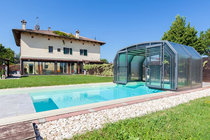 House with pool in Bologna center