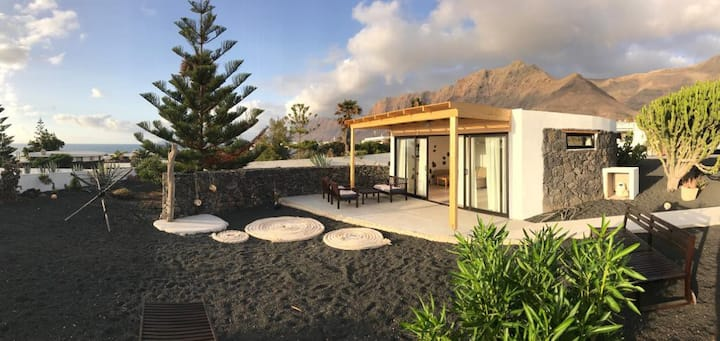 Casa Bogo- lava stone beach house in Famara