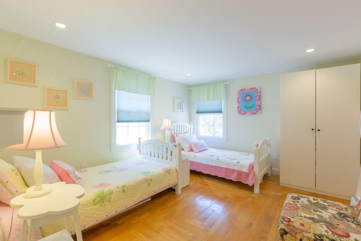 Bed #4: Second floor double twin bedroom