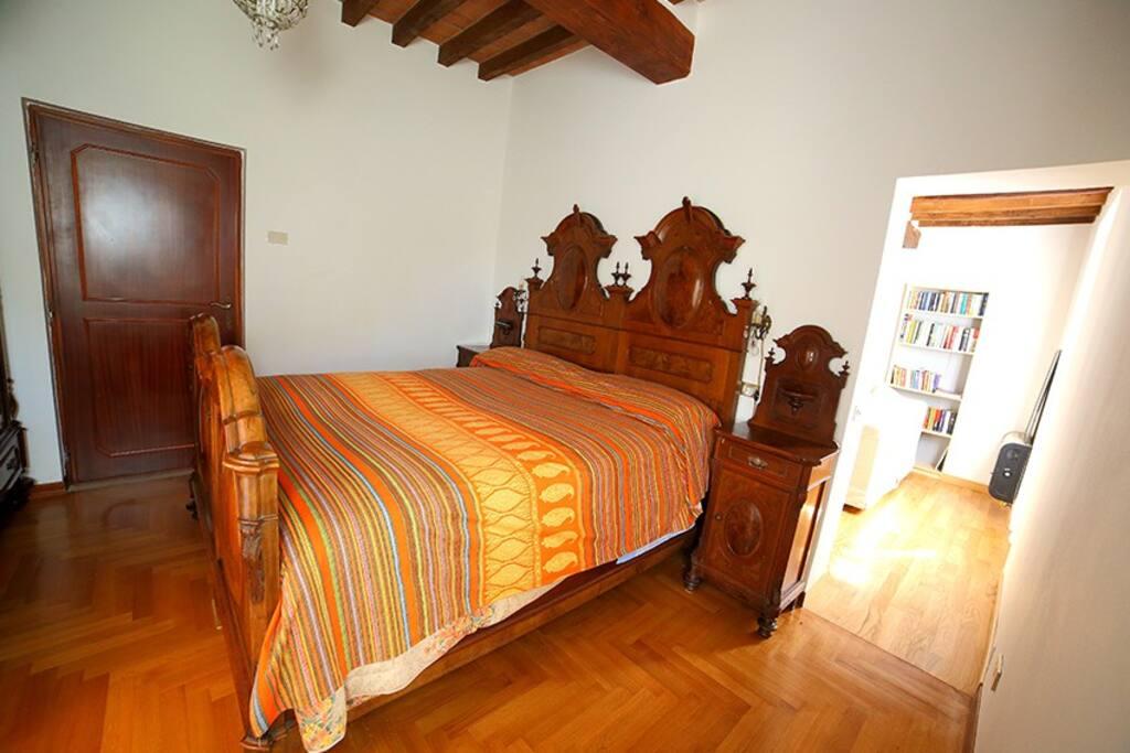 Il letto matrimoniale / your room