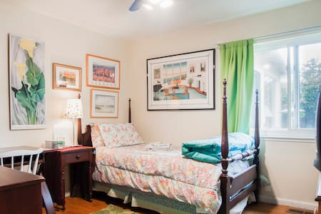 Mid-peninsula:  Cozy San Mateo single room - San Mateo