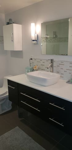 Large counter and sink in bath