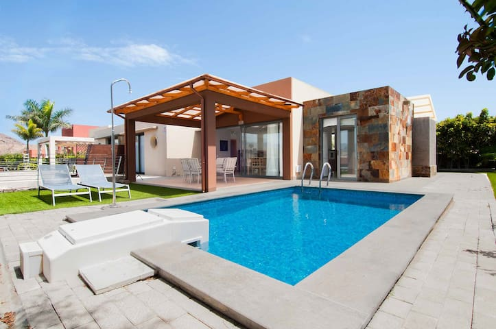 Villa with private pool Salobre Villas IX