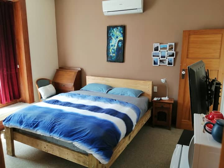 Cheapest room in Gisborne (for a couple)