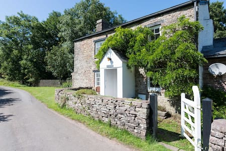 Crawnon River Cottage - a Rural Retreat
