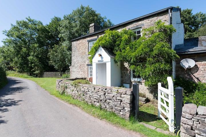 Crawnon River Cottage - a Rural Retreat