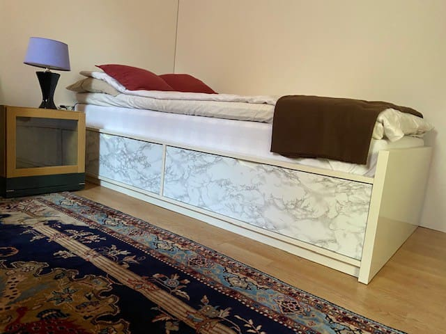 High quality Hästens bed. Extra blankett available under bed as well as extra bedlinen and towels.