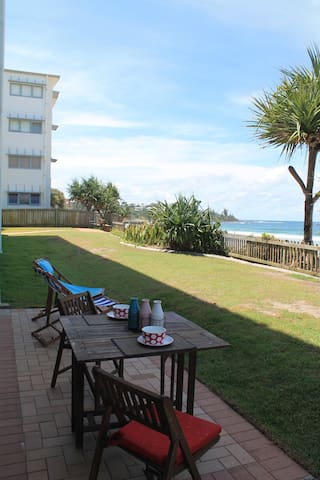 Absolute Beachfront Apartment - Kings Beach - Lägenhet