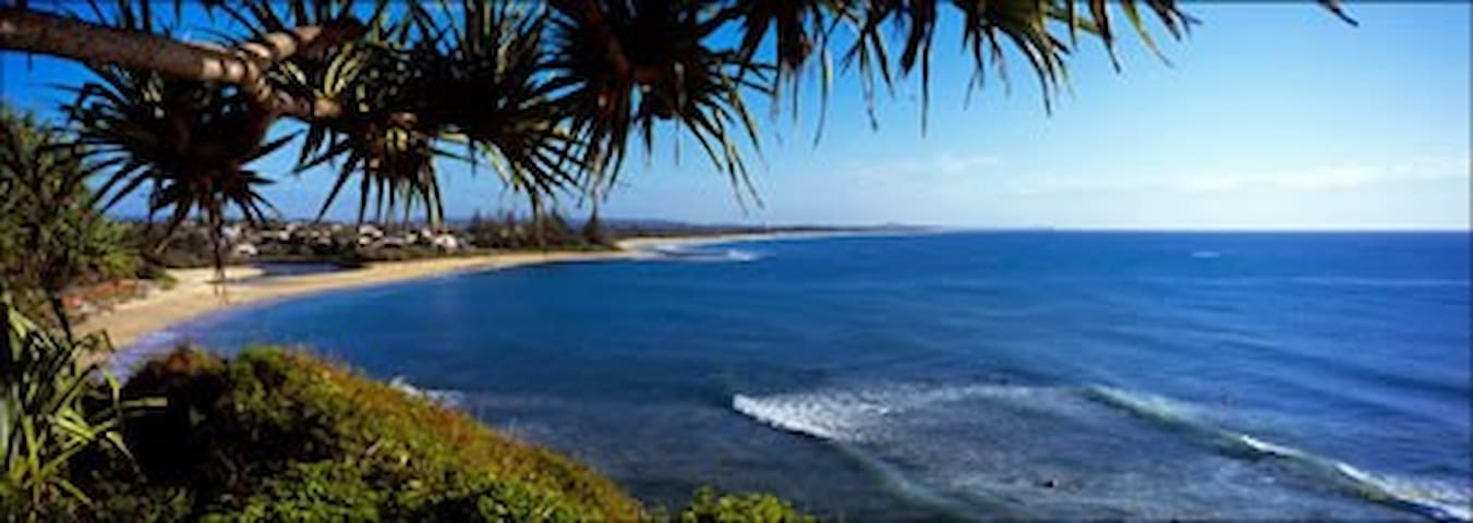Moffat Beach. Overlooking the Ocean - Moffat Beach