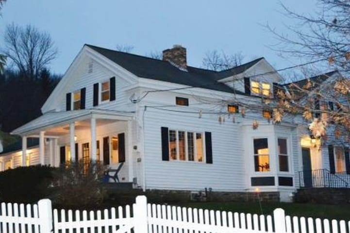 Charming Farm House Apartment! - Ithaca - Leilighet
