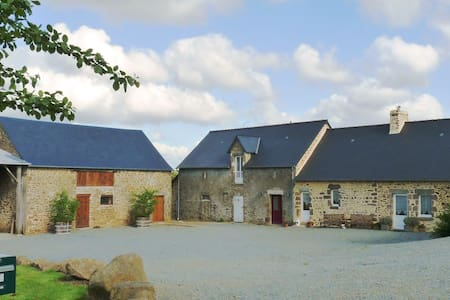 Restored Farmhouse in Extensive Grounds - Maison