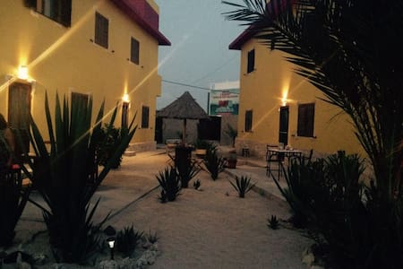 """DEUSATERRA"" relax e confort sulla sabbia dorata"