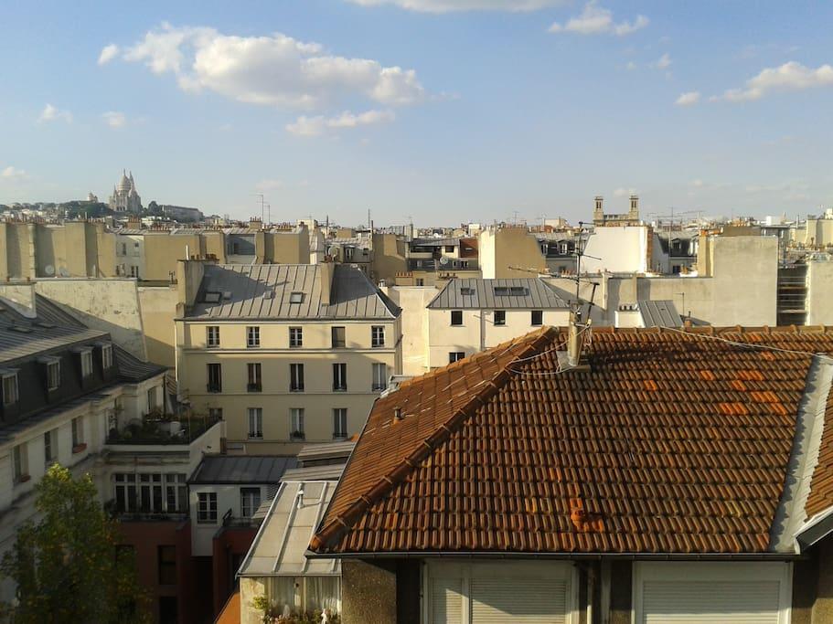 Immeuble avec belle vue de la butte de Montmartre et de l'église du Sacré Cœur