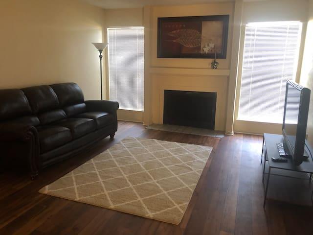 3 bedroom, 2 bath, North Dallas (long term ok)