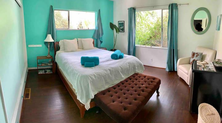 Quiet room. Close to beach & downtown! Monthly.