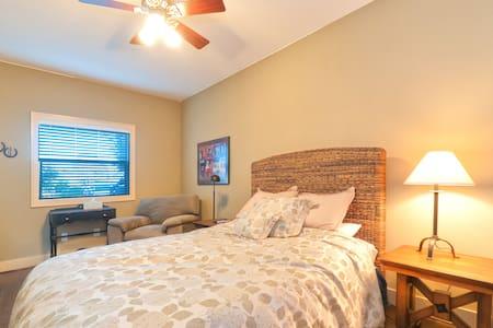 Backyard escape - private, detached - Fort Worth - Haus